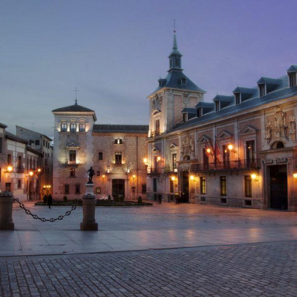 madrid-plaza-de-la-villa-noche