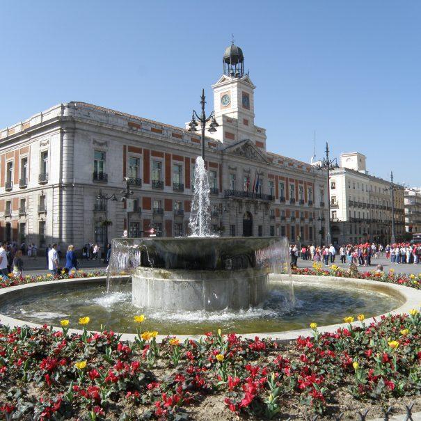 Пуэрта-дель-Соль В Мадриде проездом