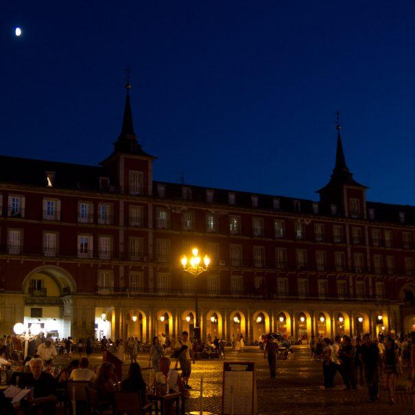 es_madrid_plaza_mayor_de_noche